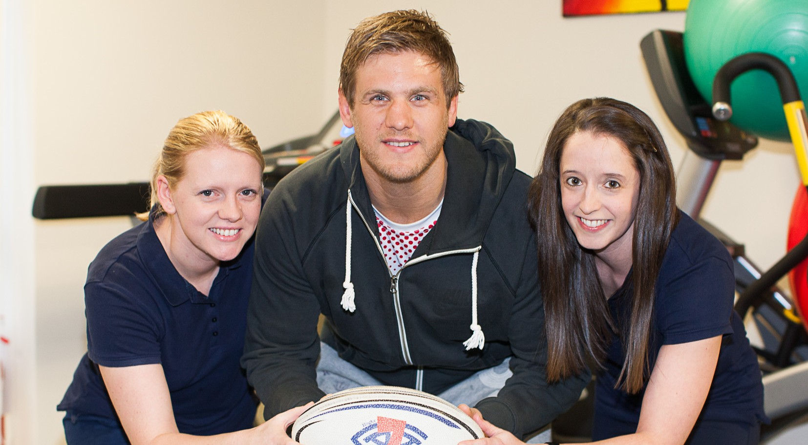 Rugby star supports Physio clinic in donating profits to brain charity