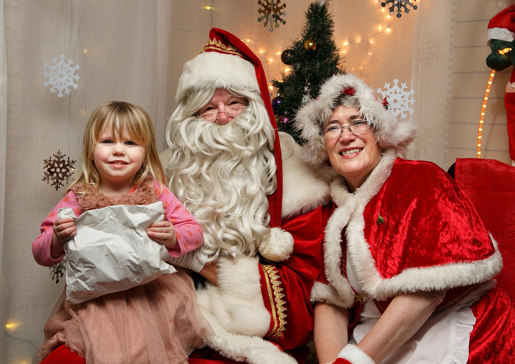 Festive VIPs at Ballyhackamore's Christmas Family Fun Day!
