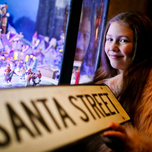 W5 Takes Stroll Down Santa Street